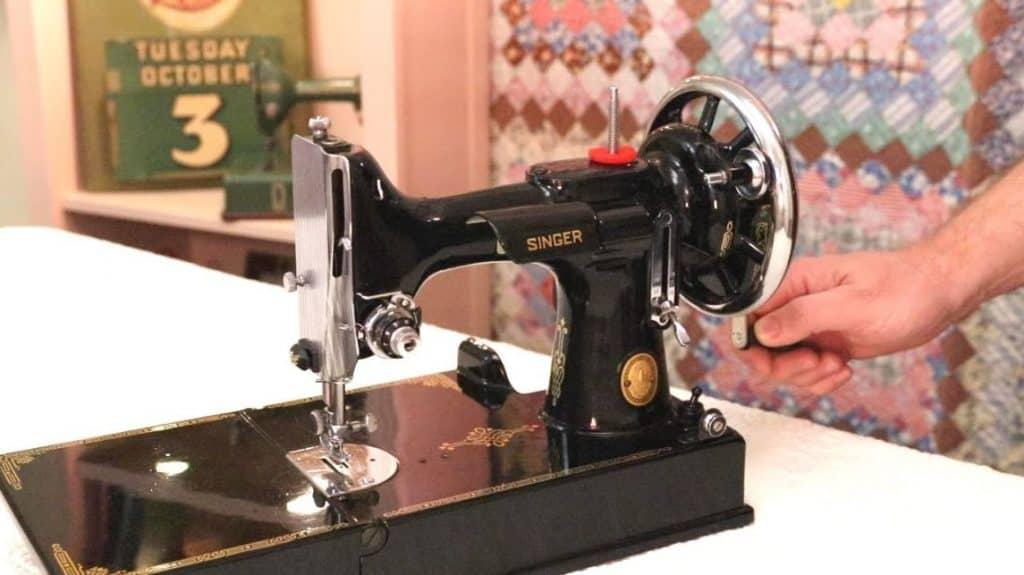 manual sewing machine handwheel